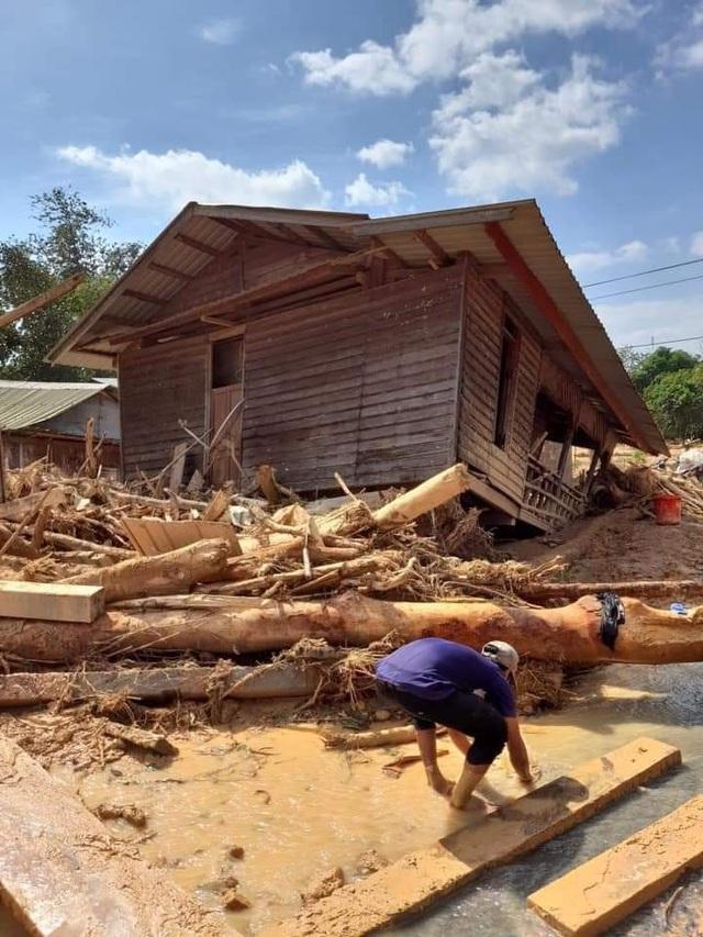 Khẩn trương triển khai các giải pháp khắc phục hậu quả mưa lũ tại miền Trung - Ảnh 1.