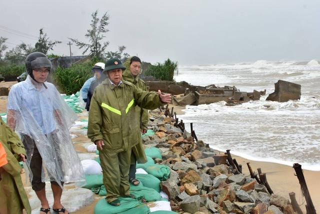 Đối phó với bão số 9: Thừa Thiên Huế di dời dân ra khỏi khu vực nguy hiểm trước 15h ngày 27/10 - Ảnh 1.