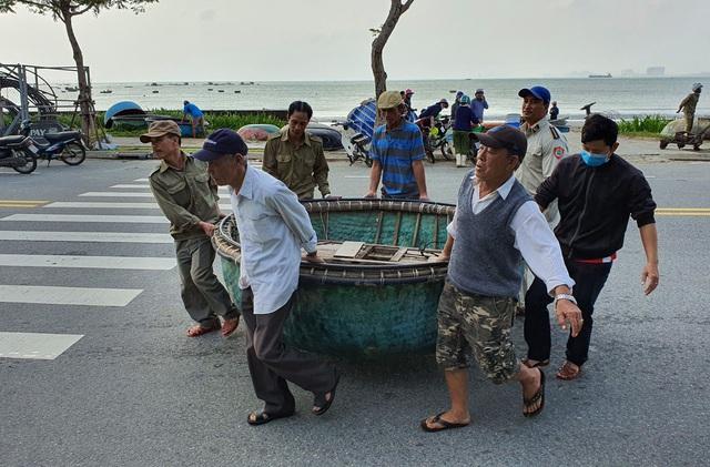 Bão số 9: 20 giờ tối nay, Đà Nẵng yêu cầu người dân không ra khỏi nhà  - Ảnh 1.