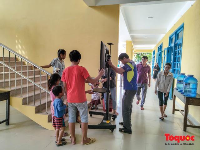 Người dân Thừa Thiên Huế hối hả di tản tránh bão số 9 - Ảnh 15.