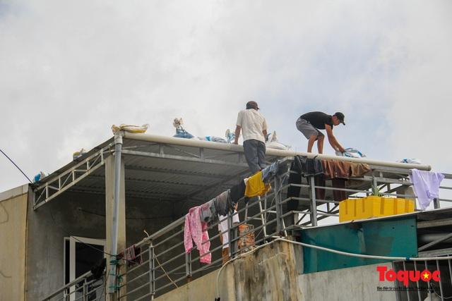 Người dân Thừa Thiên Huế hối hả di tản tránh bão số 9 - Ảnh 19.