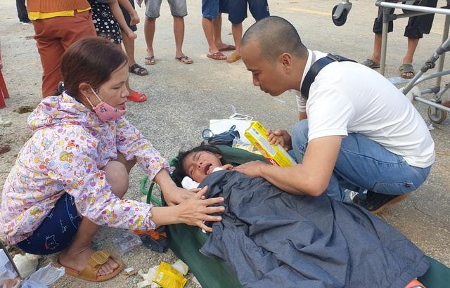 Hình ảnh những nạn nhân được cứu trong vụ sạt lở núi kinh hoàng ở Quảng Nam - Ảnh 1.