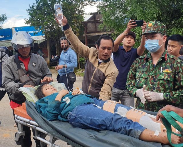 Hình ảnh những nạn nhân được cứu trong vụ sạt lở núi kinh hoàng ở Quảng Nam - Ảnh 2.