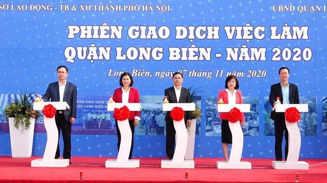 Hà Nội: Gần 2.500 vị trí việc làm đến với lao động thất nghiệp  - Ảnh 1.