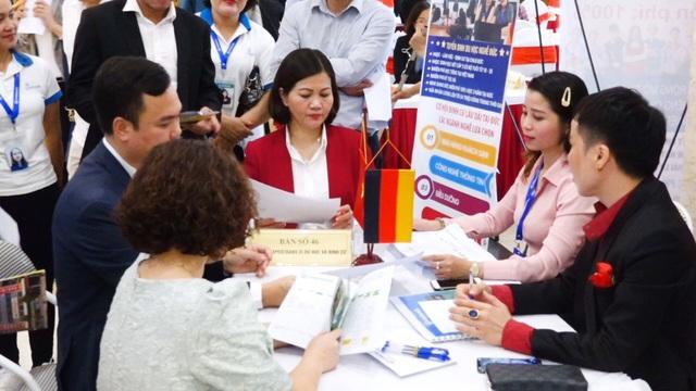 Hà Nội: Gần 2.500 vị trí việc làm đến với lao động thất nghiệp  - Ảnh 2.
