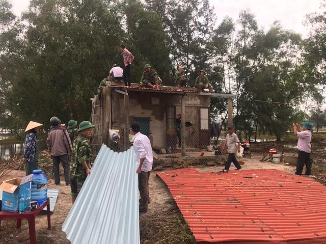 Thừa Thiên Huế, Quảng Trị: Người dân hối hả di dời đến nơi an toàn trước bão số 13 - Ảnh 13.