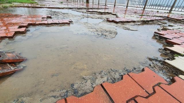 Những hình ảnh thiệt hại ban đầu ở Đà Nẵng và Thừa Thiên Huế do bão Vamco, Quảng Bình di dời hàng trăm hộ dân tránh bão - Ảnh 20.