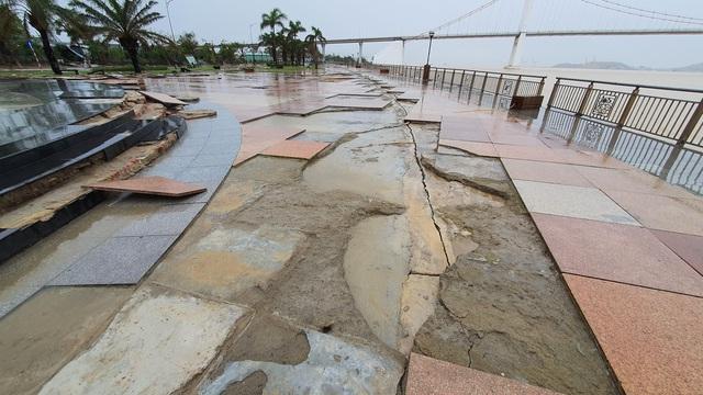 Những hình ảnh thiệt hại ban đầu ở Đà Nẵng và Thừa Thiên Huế do bão Vamco, Quảng Bình di dời hàng trăm hộ dân tránh bão - Ảnh 13.
