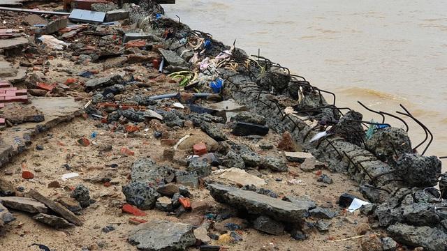 Những hình ảnh thiệt hại ban đầu ở Đà Nẵng và Thừa Thiên Huế do bão Vamco, Quảng Bình di dời hàng trăm hộ dân tránh bão - Ảnh 18.