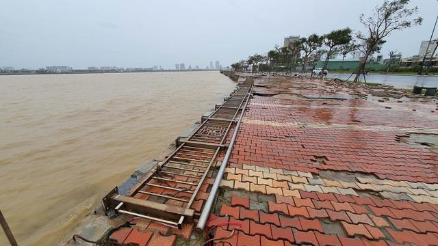 Những hình ảnh thiệt hại ban đầu ở Đà Nẵng và Thừa Thiên Huế do bão Vamco, Quảng Bình di dời hàng trăm hộ dân tránh bão - Ảnh 21.
