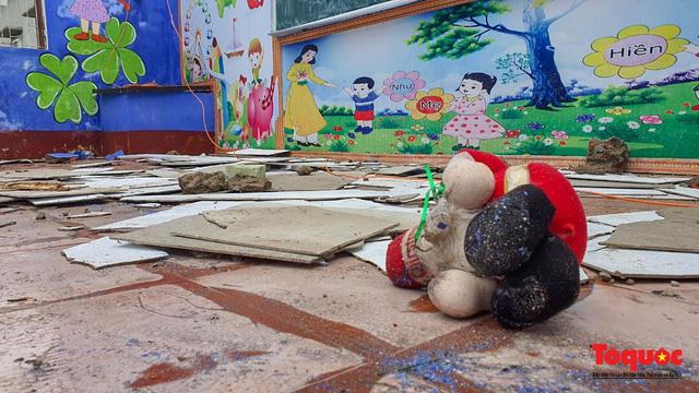 Trường học vùng biển tốc mái sau bão 13, giáo viên được huy động khẩn trương khắc phục - Ảnh 6.
