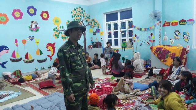 Những hình ảnh thiệt hại ban đầu ở Đà Nẵng và Thừa Thiên Huế do bão Vamco, Quảng Bình di dời hàng trăm hộ dân tránh bão - Ảnh 27.