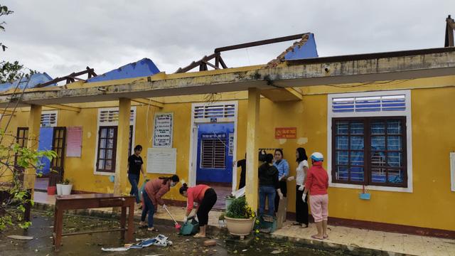 Các tỉnh miền Trung chịu nhiều thiệt hại do bão số 13 - Ảnh 1.