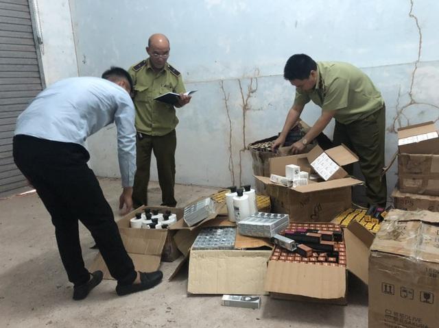 Phát hiện kho chứa 1.245 sản phẩm mỹ phẩm nhập lậu - Ảnh 1.