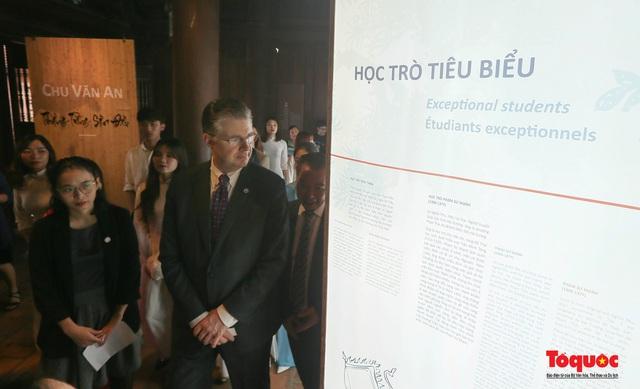 Đại sứ Mỹ thăm trường đại học đầu tiên của Việt Nam nhân ngày 20/11 - Ảnh 14.