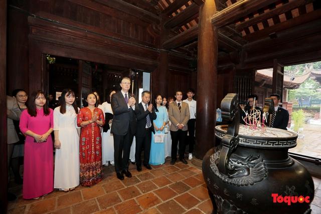 Đại sứ Mỹ thăm trường đại học đầu tiên của Việt Nam nhân ngày 20/11 - Ảnh 8.
