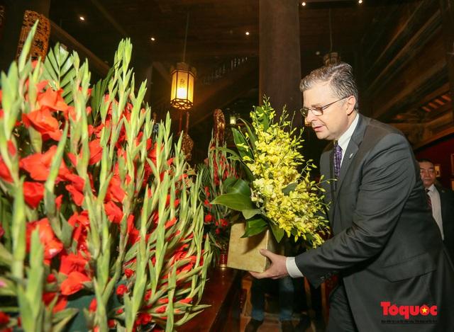 Đại sứ Mỹ thăm trường đại học đầu tiên của Việt Nam nhân ngày 20/11 - Ảnh 10.