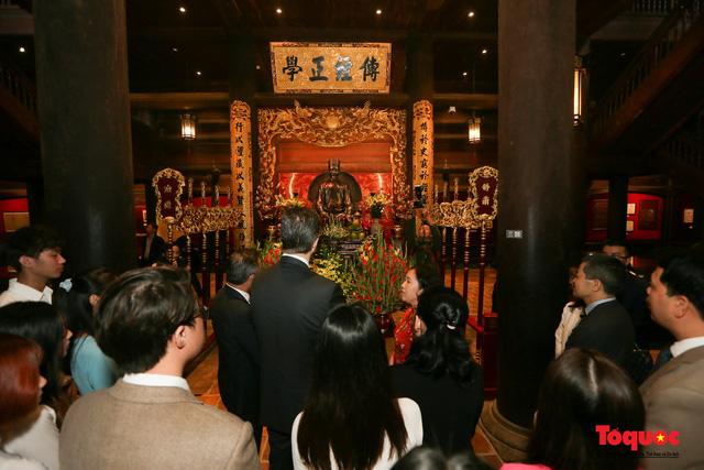 Đại sứ Mỹ thăm trường đại học đầu tiên của Việt Nam nhân ngày 20/11 - Ảnh 11.
