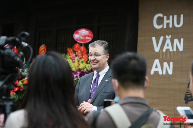 Đại sứ Mỹ thăm trường đại học đầu tiên của Việt Nam nhân ngày 20/11 - Ảnh 15.