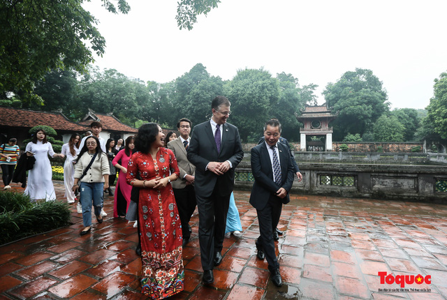 Đại sứ Mỹ thăm trường đại học đầu tiên của Việt Nam nhân ngày 20/11 - Ảnh 6.