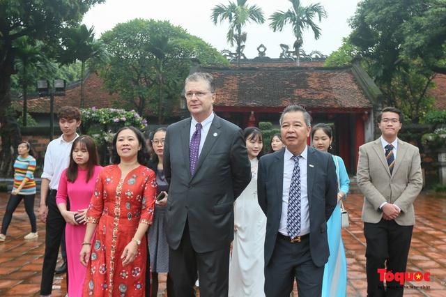 Đại sứ Mỹ thăm trường đại học đầu tiên của Việt Nam nhân ngày 20/11 - Ảnh 7.