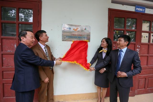 PTI và Bưu điện tỉnh Lạng Sơn trao tặng phòng máy tính cho trường THPT Việt Bắc  - Ảnh 2.