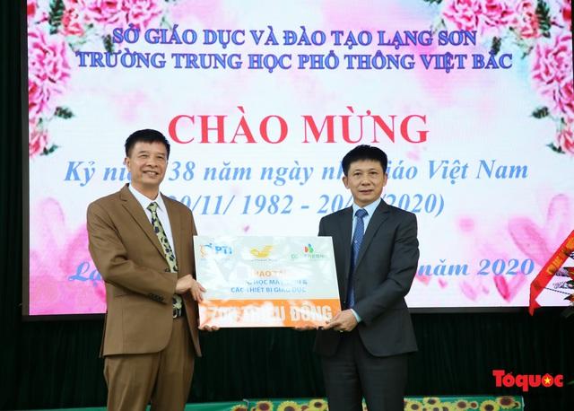Bưu điện PTI trao tặng phòng học máy tính cho Trường THPT Việt Bắc - Ảnh 3.