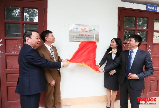 Bưu điện PTI trao tặng phòng học máy tính cho Trường THPT Việt Bắc - Ảnh 5.