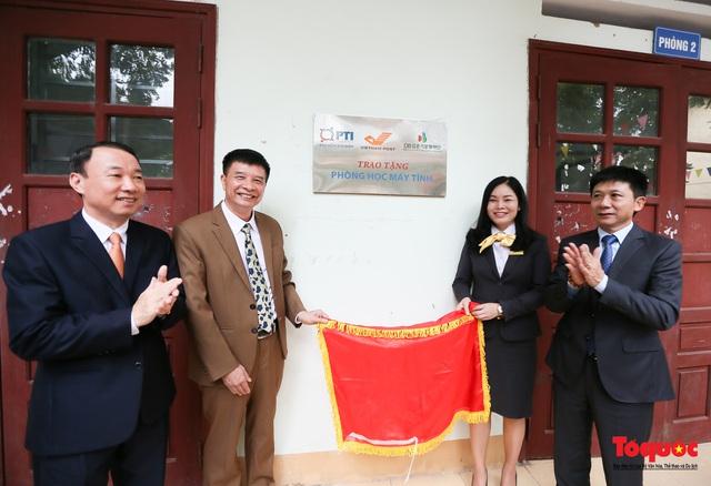 Bưu điện PTI trao tặng phòng học máy tính cho Trường THPT Việt Bắc - Ảnh 6.