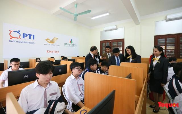 Bưu điện PTI trao tặng phòng học máy tính cho Trường THPT Việt Bắc - Ảnh 8.
