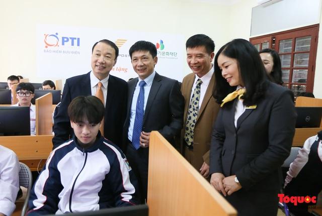 Bưu điện PTI trao tặng phòng học máy tính cho Trường THPT Việt Bắc - Ảnh 10.