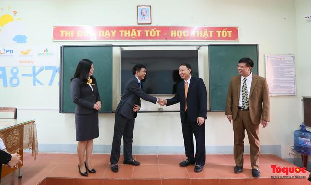 Bưu điện PTI trao tặng phòng học máy tính cho Trường THPT Việt Bắc - Ảnh 11.