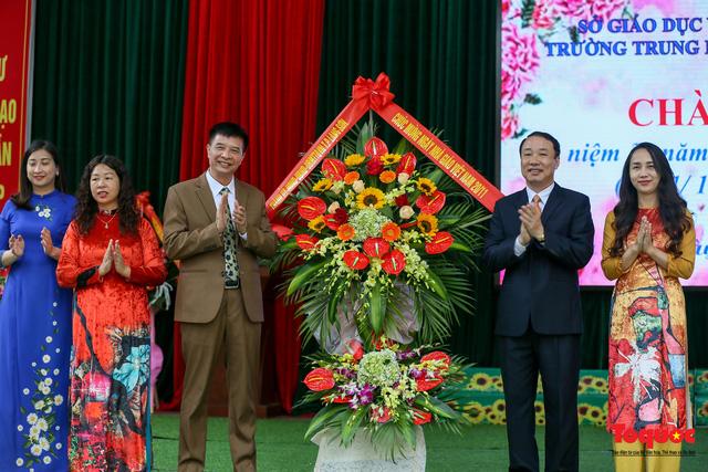 Bưu điện PTI trao tặng phòng học máy tính cho Trường THPT Việt Bắc - Ảnh 2.