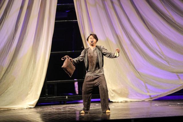 Vở Nhạc kịch 'Những người khốn khổ' chinh phục khán giả Thủ đô trong đêm đầu tiên ra mắt - Ảnh 3.