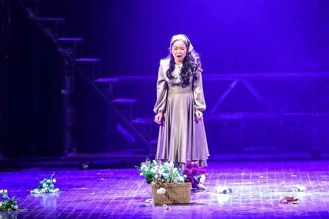 Vở Nhạc kịch 'Những người khốn khổ' chinh phục khán giả Thủ đô trong đêm đầu tiên ra mắt - Ảnh 5.