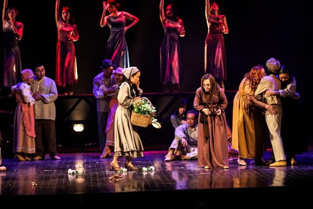 Vở Nhạc kịch 'Những người khốn khổ' chinh phục khán giả Thủ đô trong đêm đầu tiên ra mắt - Ảnh 6.