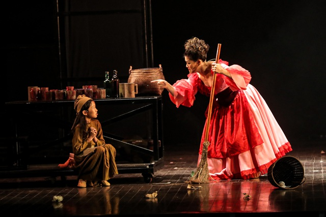 Vở Nhạc kịch 'Những người khốn khổ' chinh phục khán giả Thủ đô trong đêm đầu tiên ra mắt - Ảnh 9.