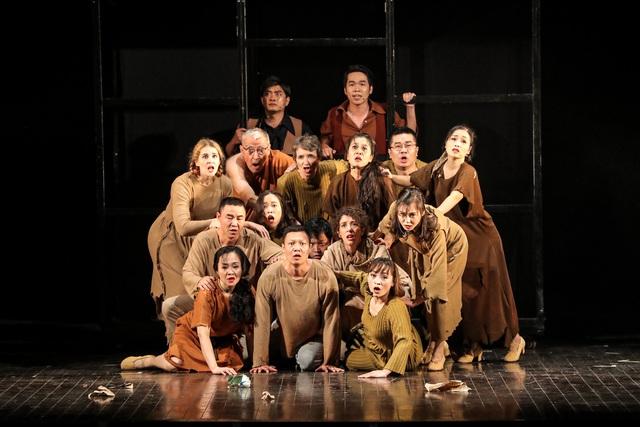 Vở Nhạc kịch 'Những người khốn khổ' chinh phục khán giả Thủ đô trong đêm đầu tiên ra mắt - Ảnh 11.