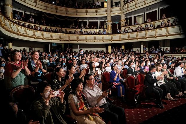 Vở Nhạc kịch 'Những người khốn khổ' chinh phục khán giả Thủ đô trong đêm đầu tiên ra mắt - Ảnh 17.