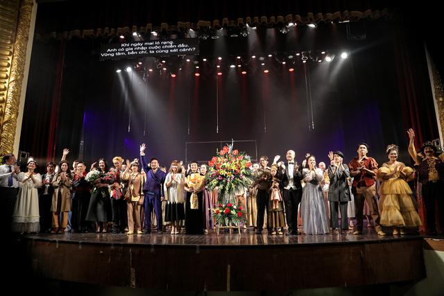 Vở Nhạc kịch 'Những người khốn khổ' chinh phục khán giả Thủ đô trong đêm đầu tiên ra mắt - Ảnh 20.