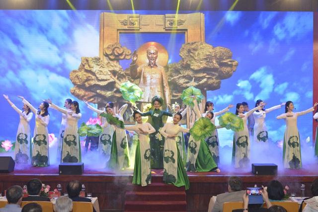 Bảo tàng Hồ Chí Minh điểm đến thân thiết của đồng bào, điểm tham quan yêu thích của bạn bè khắp năm châu - Ảnh 2.