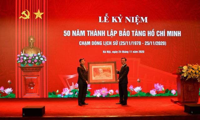 Bảo tàng Hồ Chí Minh điểm đến thân thiết của đồng bào, điểm tham quan yêu thích của bạn bè khắp năm châu - Ảnh 3.