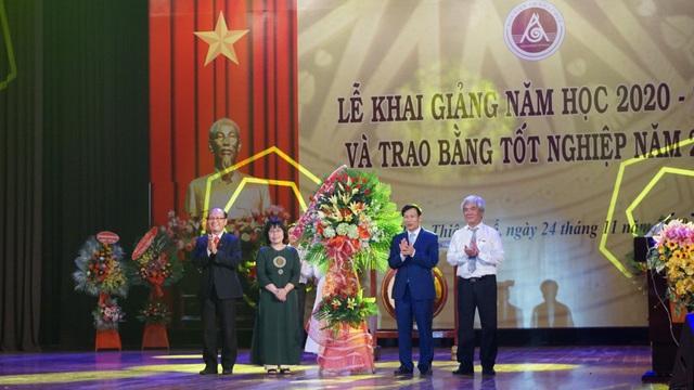 Bộ trưởng Nguyễn Ngọc Thiện dự lễ khai giảng Học viện Âm nhạc Huế - Ảnh 2.