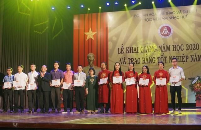 Bộ trưởng Nguyễn Ngọc Thiện dự lễ khai giảng Học viện Âm nhạc Huế - Ảnh 4.