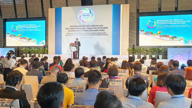 Khai mạc diễn đàn liên kết phát triển du lịch giữa Hà Nội, TP.HCM và Vùng kinh tế trọng điểm miền Trung - Ảnh 1.