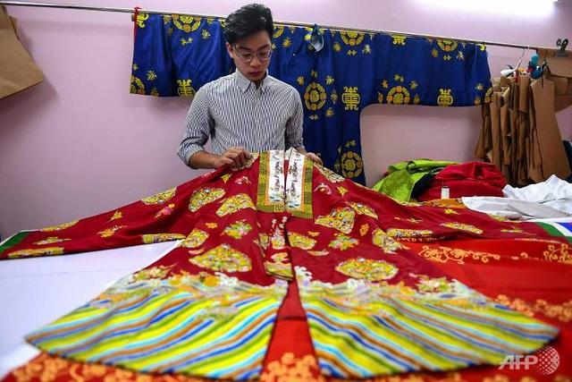 AFP: Nhà thiết kế Việt Nam truyền cảm hứng giới trẻ về văn hóa truyền thống - Ảnh 2.