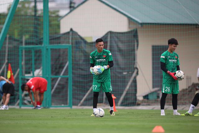 """Thủ môn Trịnh Xuân Hoàng: """"HLV Park Hang-seo quan tâm đặc biệt đến vị trí thủ môn"""" - Ảnh 1."""