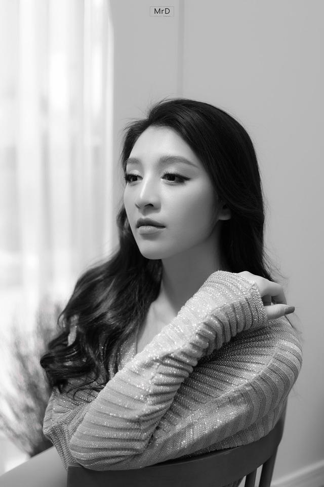 Người đẹp Lê Thanh Tú cuốn hút trong bộ ảnh đen trắng - Ảnh 4.