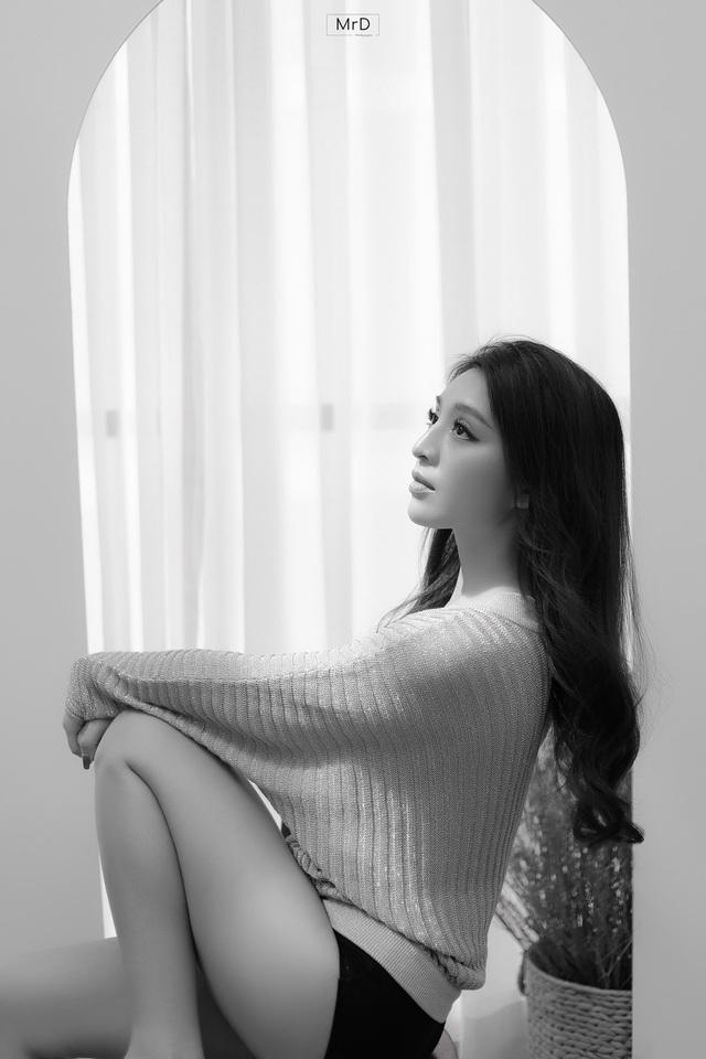 Người đẹp Lê Thanh Tú cuốn hút trong bộ ảnh đen trắng - Ảnh 5.