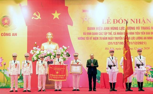 Thủ tướng trao danh hiệu Anh hùng tặng Cục An ninh điều tra Bộ Công an - Ảnh 1.